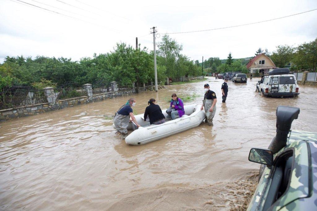 Наводнение на Прикарпатье: последние новости из пострадавшего региона