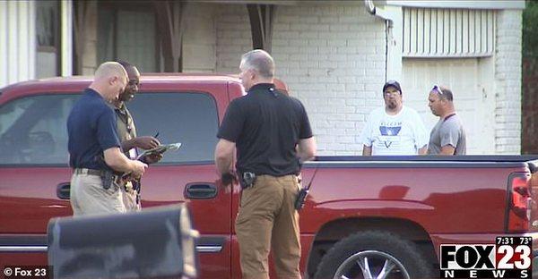 Батько забув дітей в замкненій на спеці машині: малюки померли від теплового удару