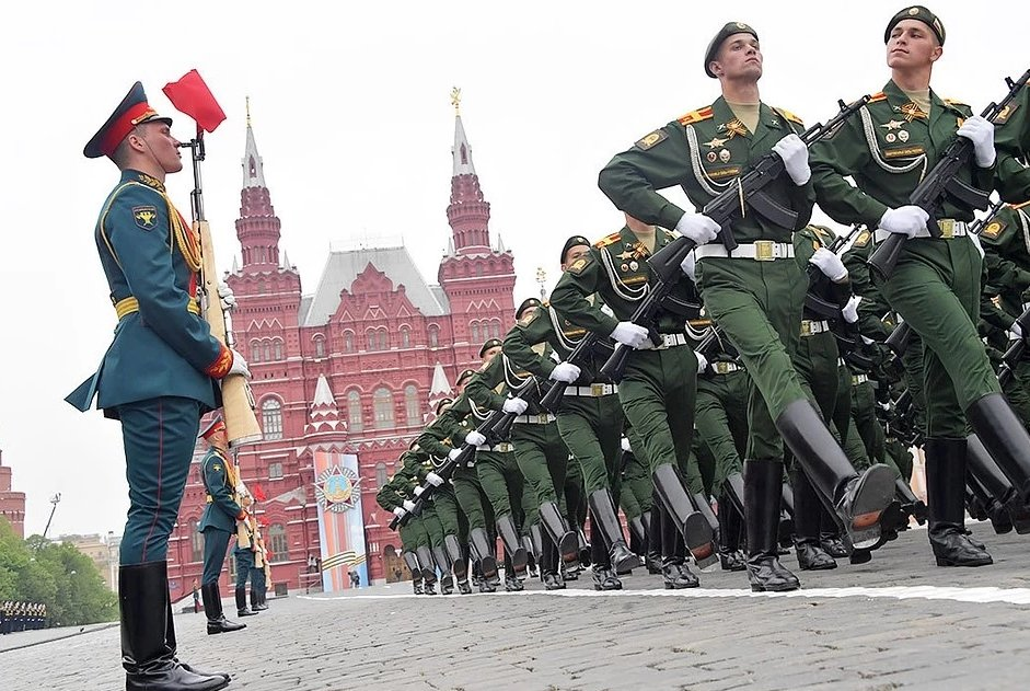 В Москве начался парад Победы: онлайн-трансляция