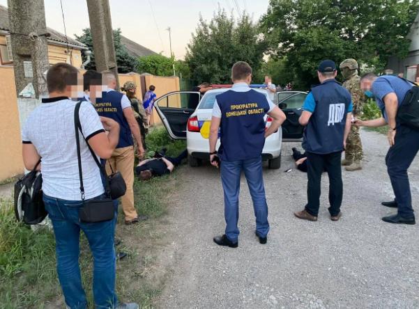 На Донбассе задержали копов, которые похищали людей и занимались сбытом наркотиков