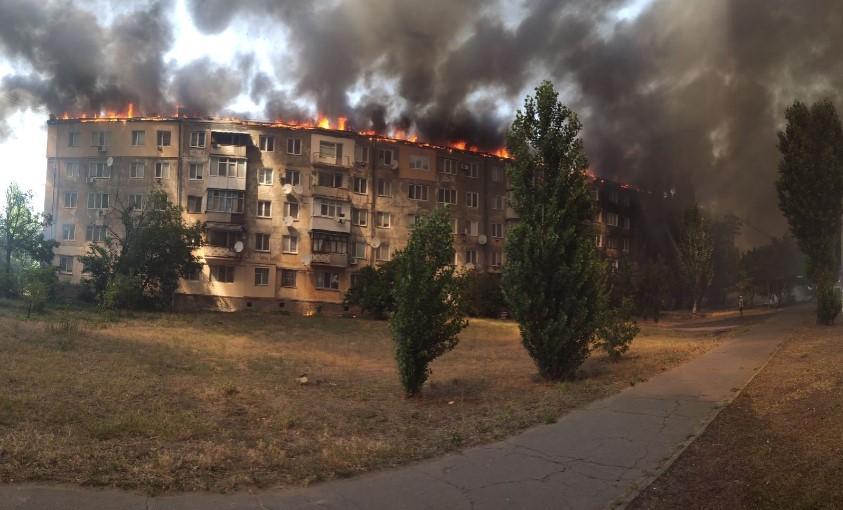 Масштабный пожар в Каховке: Горит целая пятиэтажка