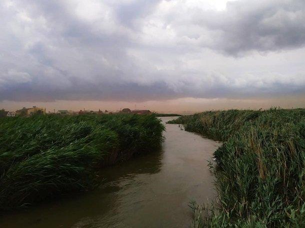 Мощная песчаная буря под Одессой попала на видео
