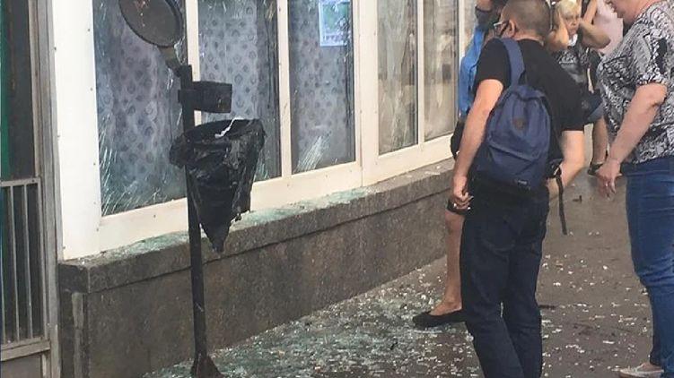 У Києві прогримів вибух на станції метро: потерпілий у важкому стані