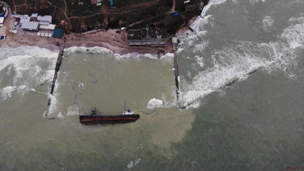 В Одессе начался подъем затонувшего танкера Delfi