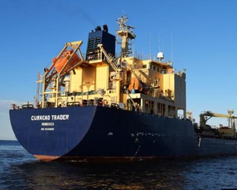 Пираты взяли в плен шесть украинских моряков — МИД