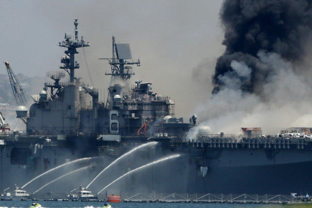 У США вибухнув військовий корабель: всі подробиці, фото та відео