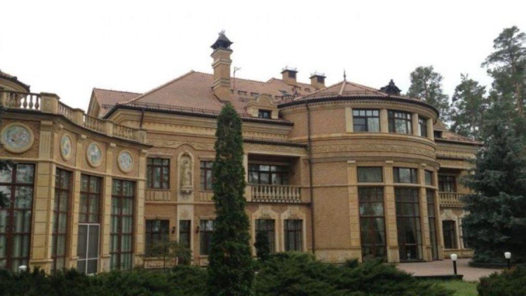 Як виглядає дача Зеленського у Конча-Заспі: з'явилися фото