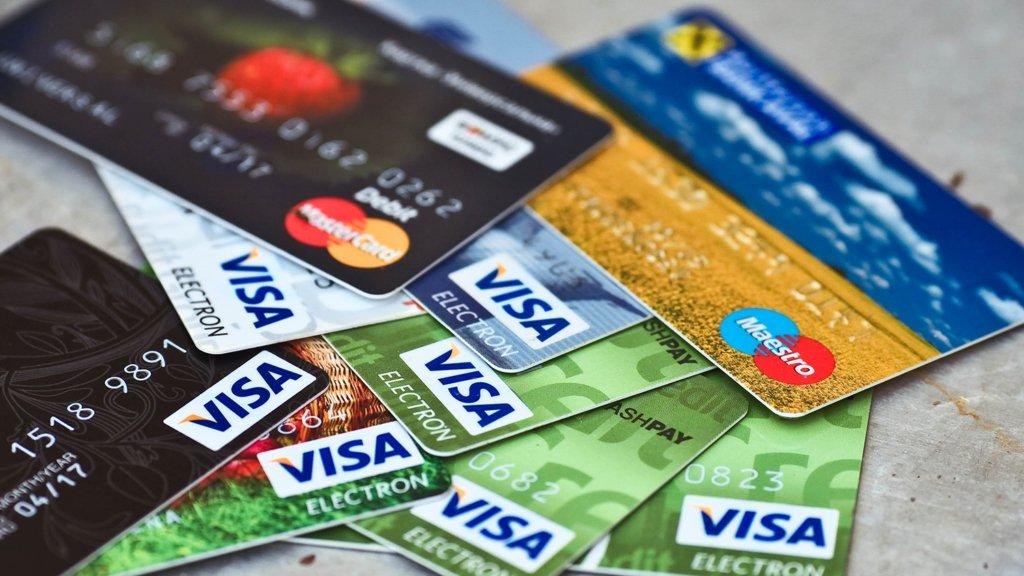 Украинцы переходят на безнал: НБУ рассказал о популярности банковских карт