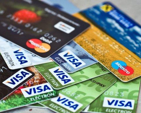 Українці переходять на безготівку: НБУ розповів про популярність банківських карт