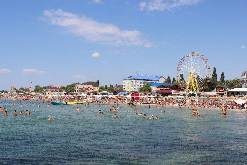 Курорти в Україні можуть закрити через коронавірус: названо умову