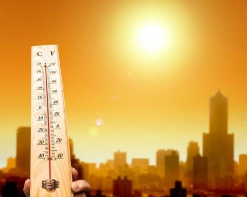 На зміну дощам йде пекельна спека: озвучений прогноз погоди на завтра