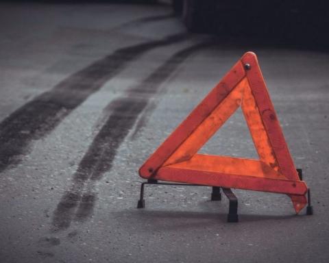 ДТП: в центре Киева водитель сбил пешехода и протаранил здание — фото