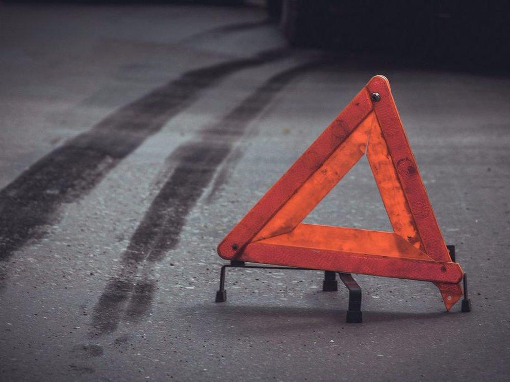 ДТП: в центрі Києва водій збив пішохода і протаранив будівлю – фото