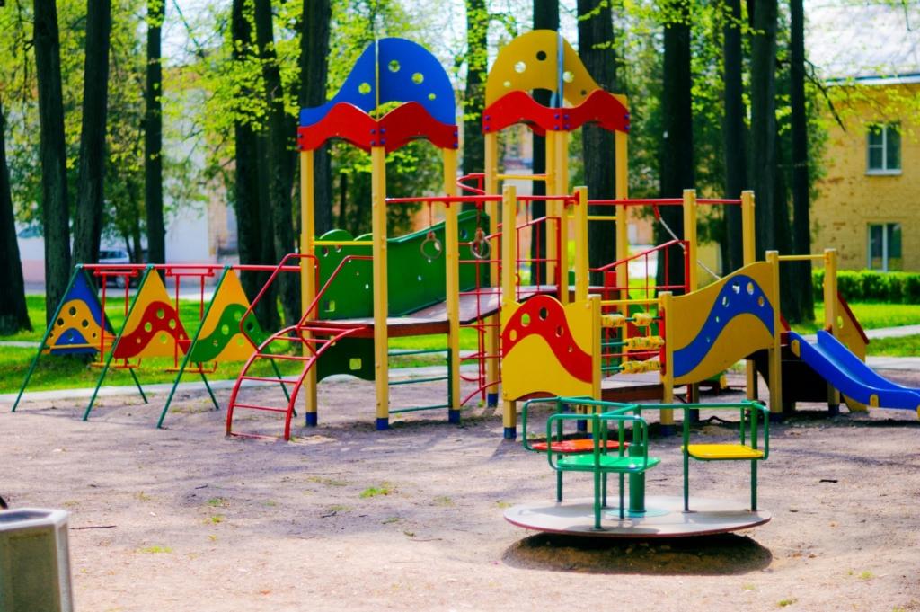 На украинском курорте женщина покончила с собой на детской площадке