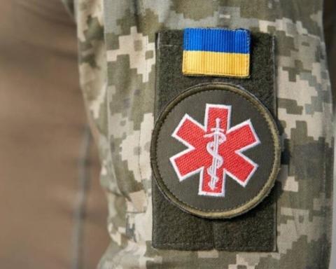 Военным медикам готовы выплачивать премии за лечение заразившихся COVID-19