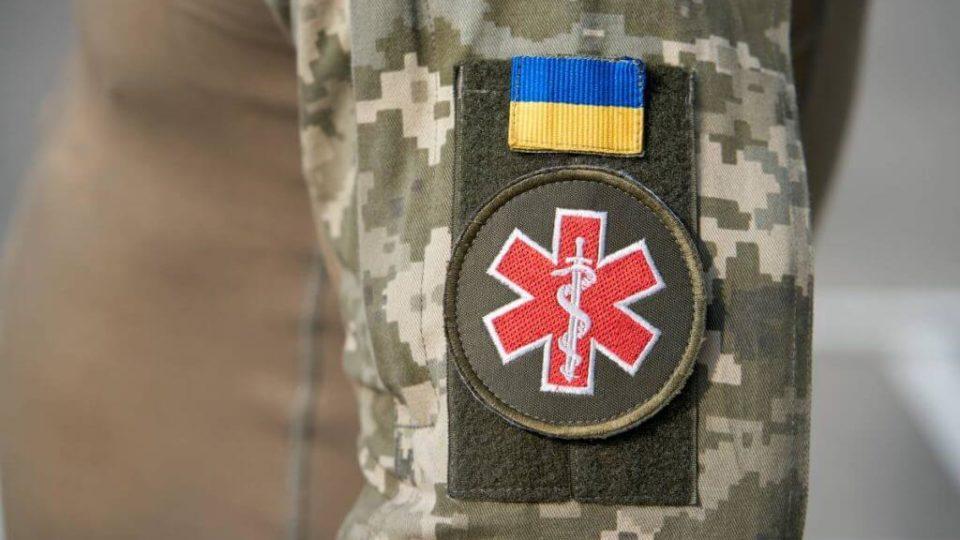 Військовим медикам готові виплачувати премії за лікування тих, що заразилися COVID-19