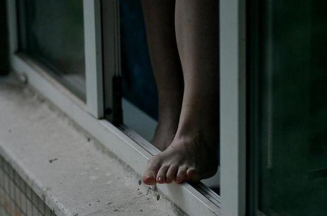 У Дніпрі 17-річна студентка викинулась з багатоповерхівки