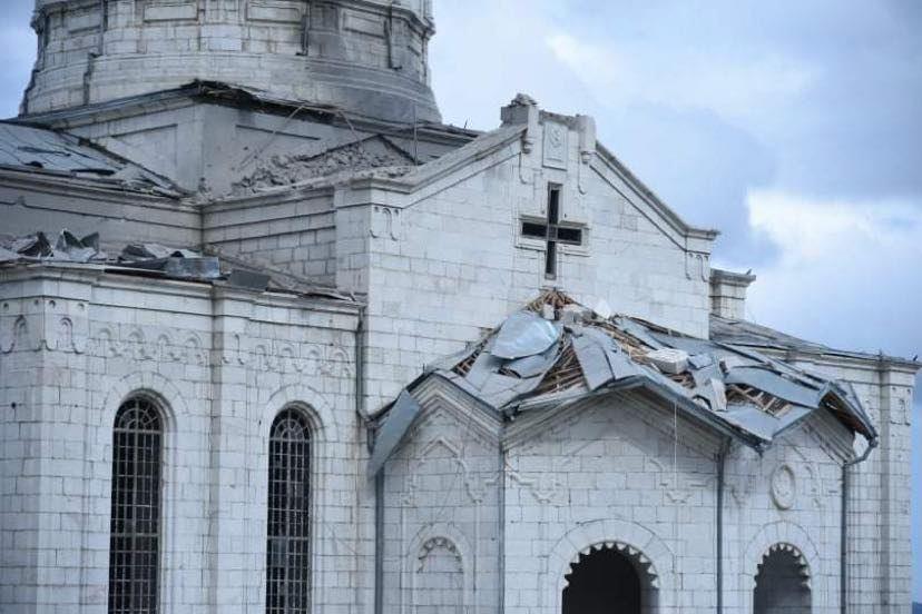 В ходе боев за Нагорный Карабах обстреляли старинный собор