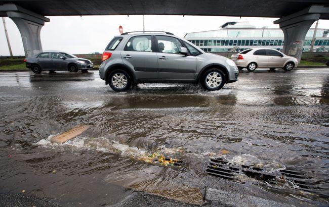 Погода в Киеве: перекрыто движение из-за затопленных улиц