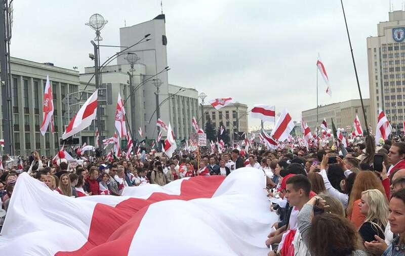 Партизанський Марш в Білорусі: до Мінська стягнули військову техніку