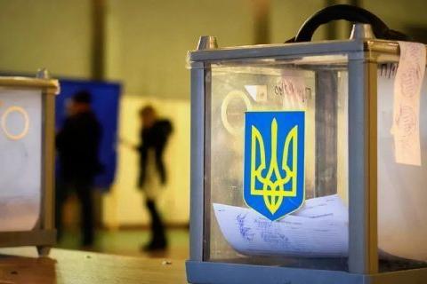 В Украине партии нарушают день тишины перед местными выборами — фото