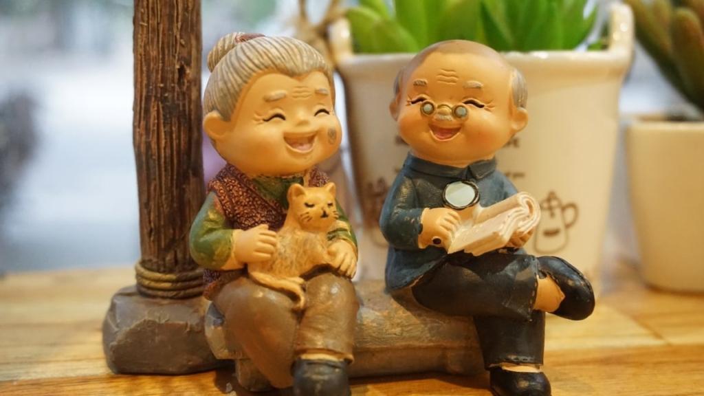 З Днем бабусь та дідусів: привітання, листівки та відео