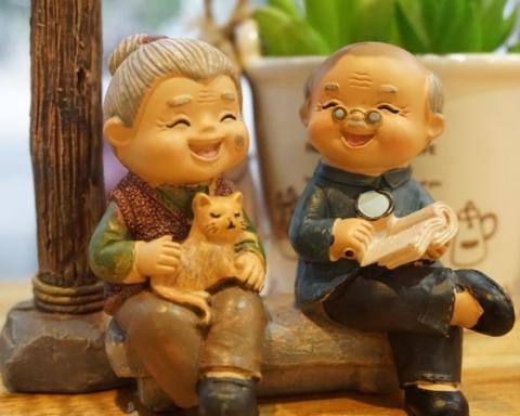 С Днем бабушек и дедушек: поздравления, открытки и видео