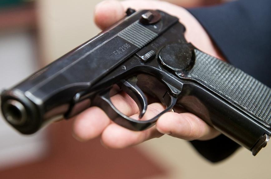 Просто хотел напугать: в Николаеве мужчина прострелил голову своей жене