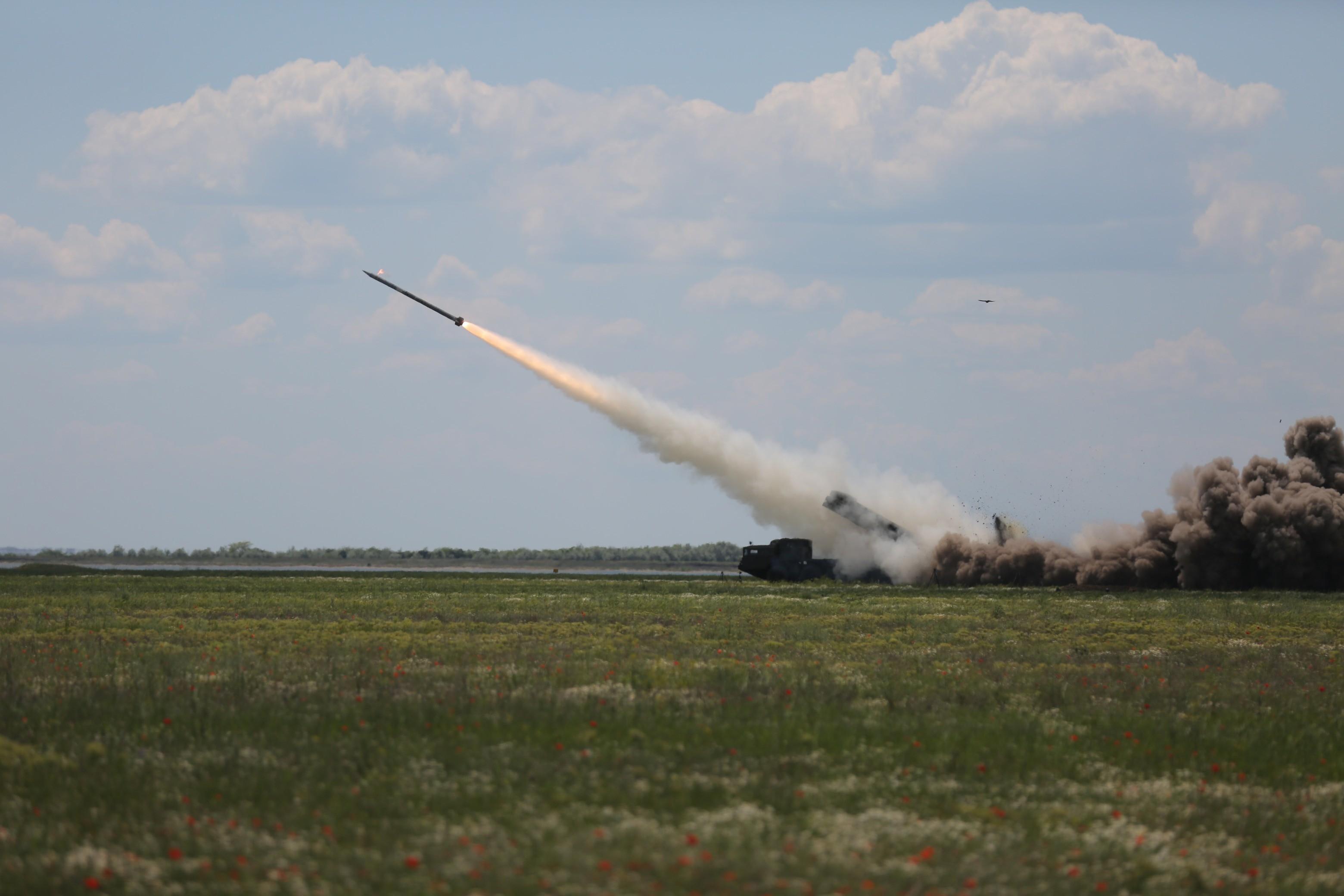 В Украине успешно завершили испытания новой ракеты: мощные кадры