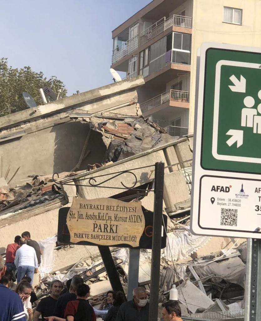 В турецком Измире произошло мощное землетрясение — фото, видео