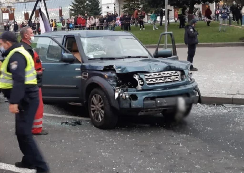 В центре Киева внедорожник убил двух человек на пешеходном переходе — фото, видео