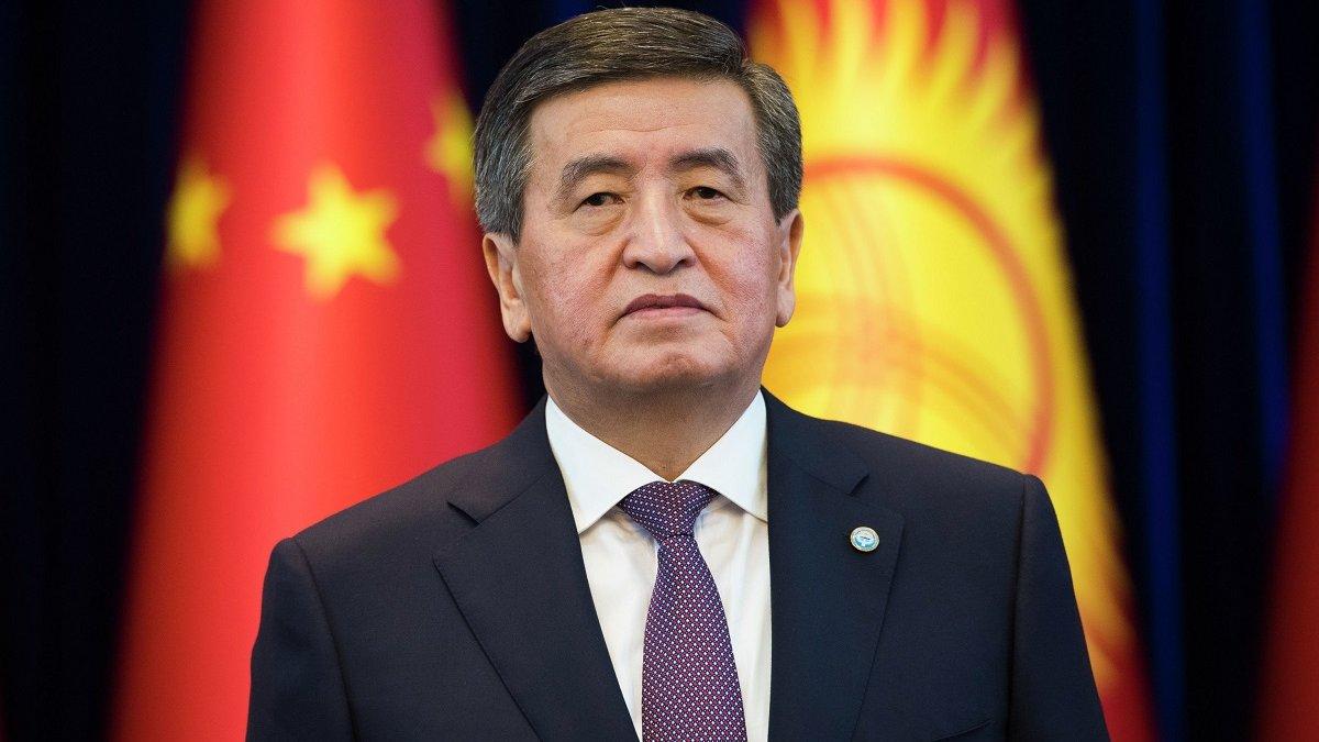 """""""Не хочу залишитися в історії, як президент, що пролив кров"""": президент Киргизії пішов у відставку"""