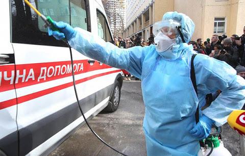 Росія передала Донбасу допомогу для боротьби з коронавірусів на сотні мільйонів гривень. А Україна ввела блокаду, – блогер