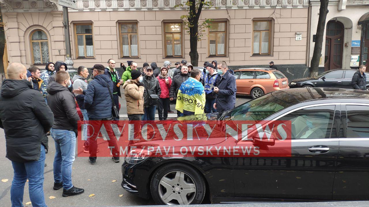 """Власники """"євроблях"""" перекрили центр Києва, почалися зіткнення"""