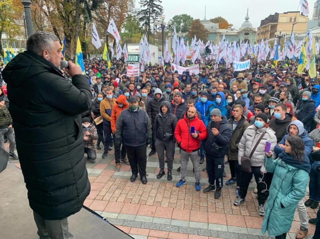 В центре Киева бунтуют «евробляхеры», одному уже стало плохо: подробности