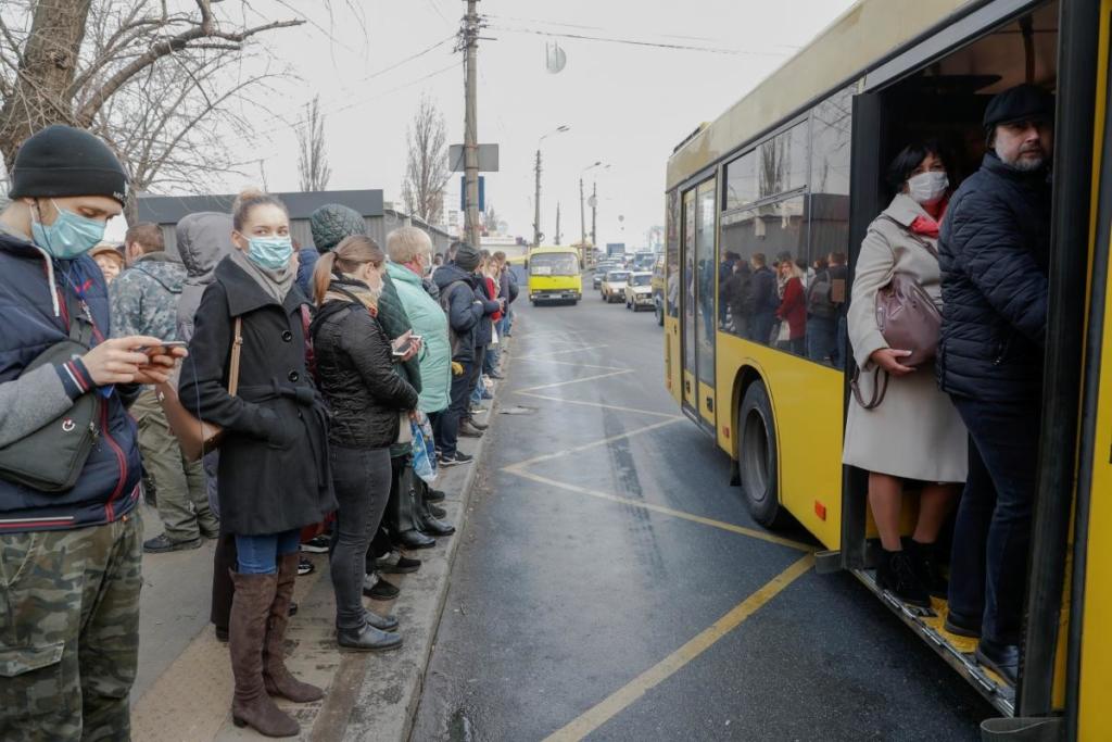 На вихідних в Україні можуть заборонити роботу транспорту