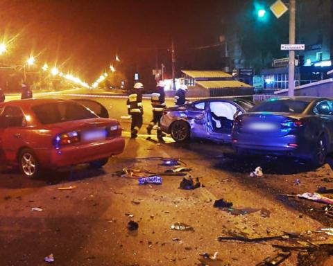 У Дніпрі сталася смертельна ДТП з 5 машинами: момент аварії потрапив на камеру