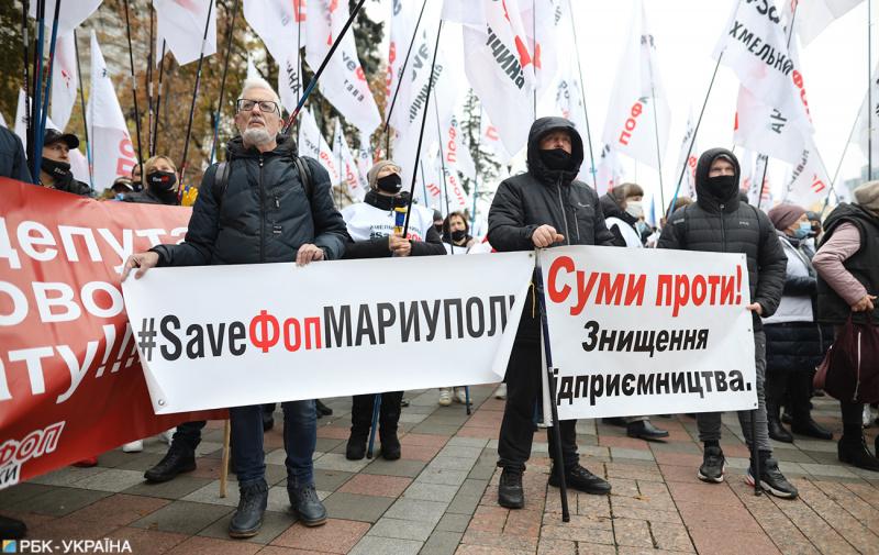 В Киеве начался новый «бунт» под зданием КСУ в защиту украинского языка