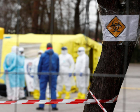 На грани катастрофы: в Украине 13,3 тысяч случаев COVID-19 и 257 смертей за сутки