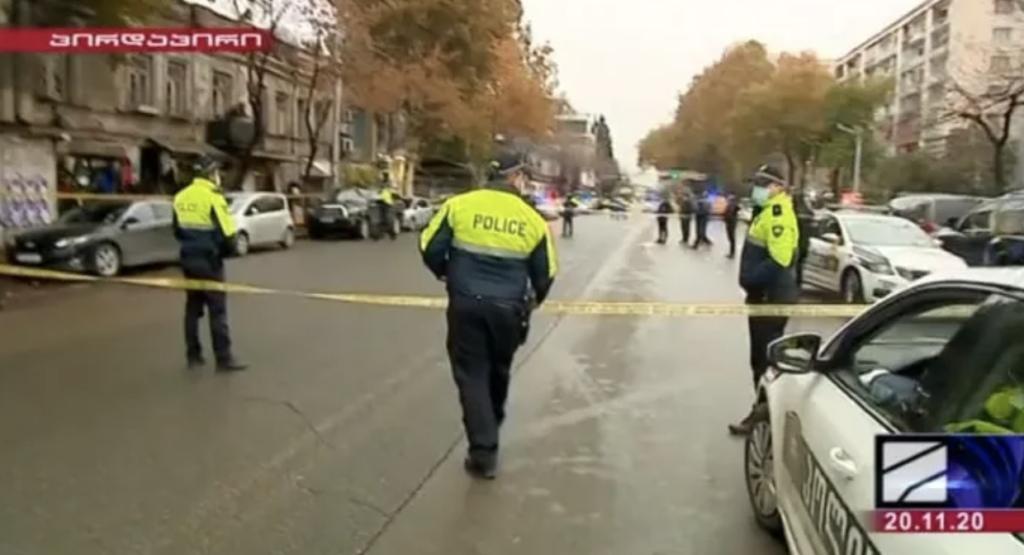 В центре Тбилиси захватили девять заложников: первые подробности и видео