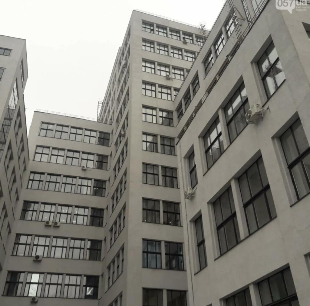 Сотрудница Пенсионного фонда выпала из окна Госпрома в Харькове — фото, видео