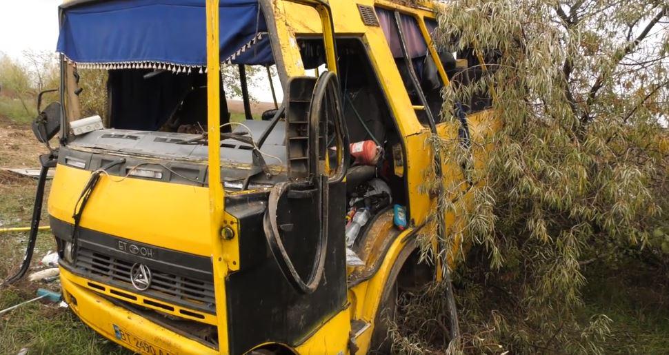 Під Херсоном перекинувся рейсовий автобус: є загиблі і багато постраждалих