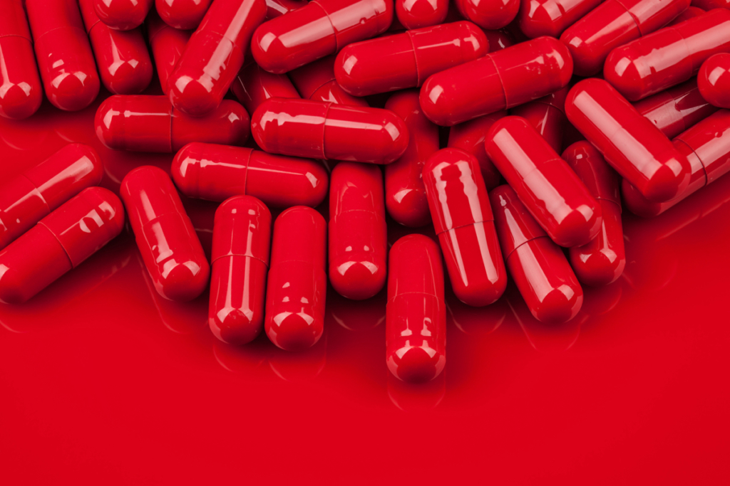 »Выпей 40 таблеток и посмотри, что будет»: в Киеве госпитализировали еще одну жертву челленджа в TikTok