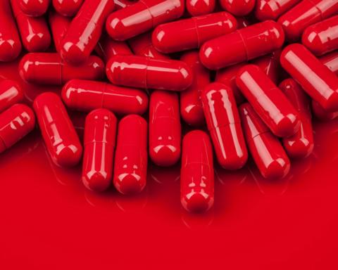 В Україні заборонять продавати дітям таблетки: подробиці законопроекту