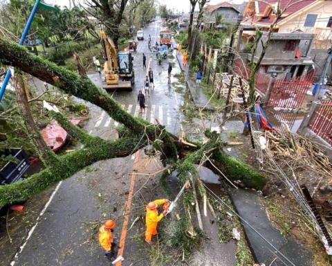 На Филиппины обрушился тайфун, погибли 16 человек: жуткие кадры стихии