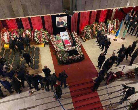 Похороны Кернеса: в сеть «слили» первые снимки могилы харьковского мэра