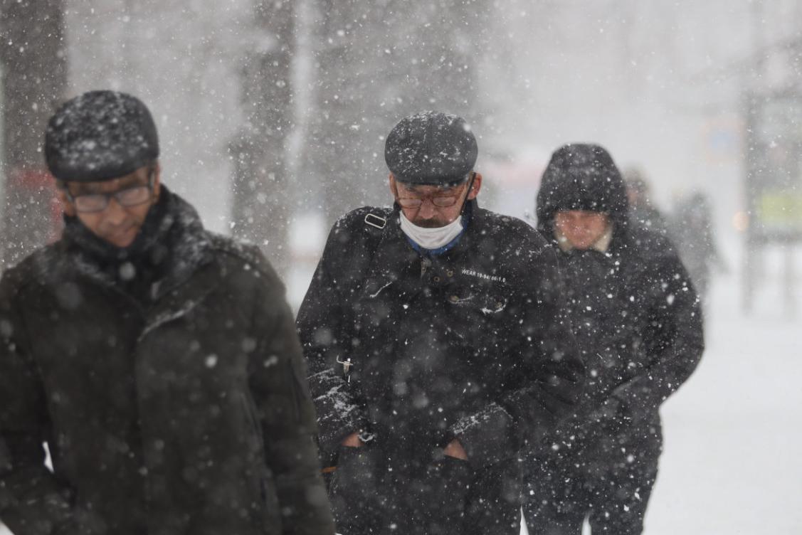 Киев засыпало снегом: впечатляющие фото и видео непогоды