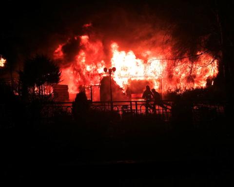 В Полтаве вспыхнул крупный пожар: уничтожено историческое здание, есть погибшие