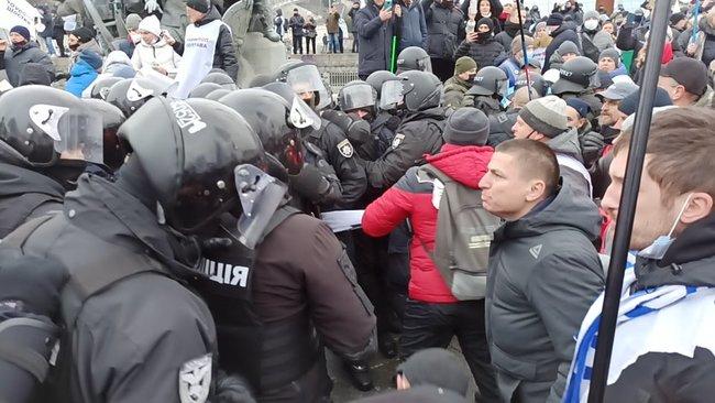 У Києві на Майдані сталися зіткнення силовиків і ФОПів: багато постраждалих