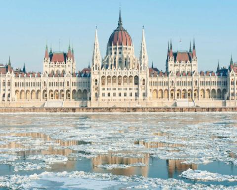Венгрия будет получать российский газ в обход Украине: Кулеба заявил, что Киев ответит на удар